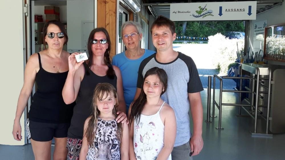 Aquarena Dillenburg und Waldschwimmbad Oberscheld: Kundenkarte-Nummer 10.000 an Jasmin Kutzner